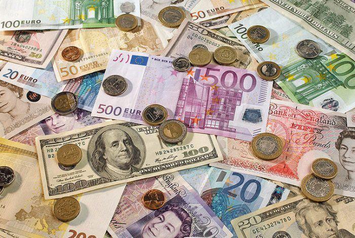 دلار مسیر عوض کرد/ یورو 14.700 شد/نرخ 47 ارز بین بانکی در 20 آذر