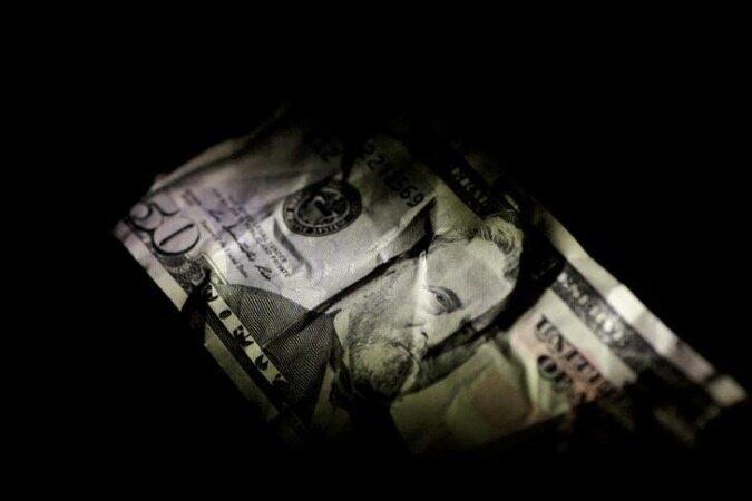 دلار از یورو  جهانی  عقب افتاد