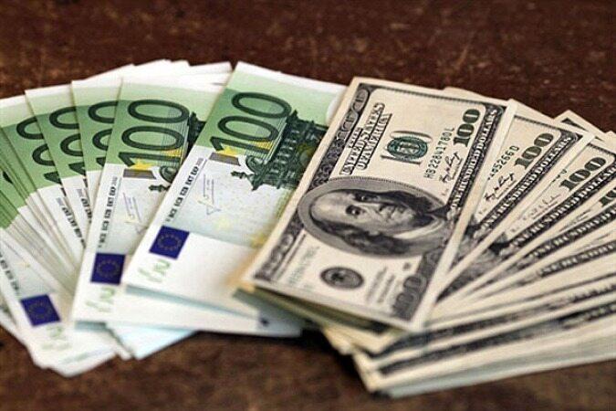 دلار از مرز حمایتی فاصله گرفت/ یورو ۱۴.۲۰۰ تومان/نرخ ۴۷ ارز بین بانکی در ۲۳ آذر