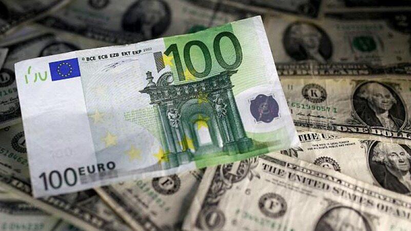 قیمت دلار و یورو ۴۰ تومان کاهش یافت/نرخ ۴۷ ارز بین بانکی در ۱۴ بهمن/ ۱۳ ارز رسمی گران شدند