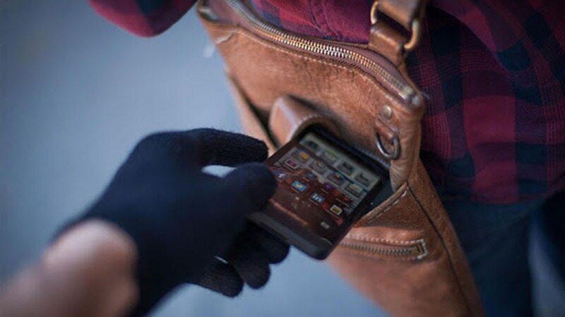 راهکاری که دست کیف قاپهای تلفن همراه را کوتاه می کنیم