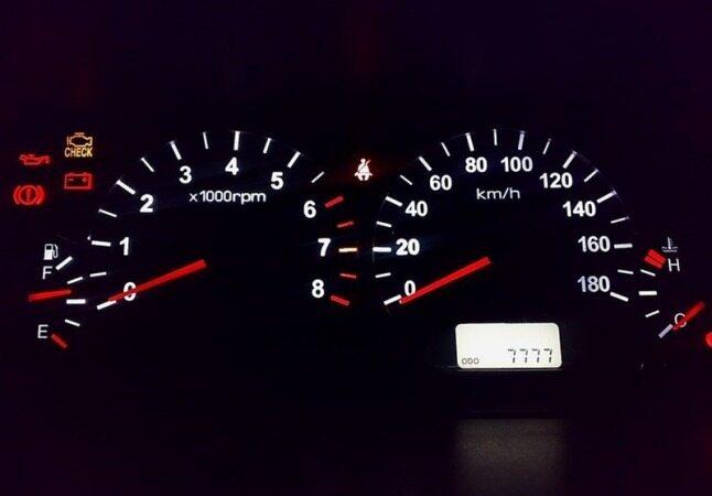 چگونه بفهمیم کیلومتر شمار خودرو دستکاری شده است؟