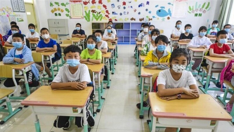 مجازاتی سخت برای دانش آموزانی که در مدارس موبایل می آورند!+فیلم